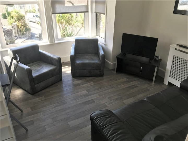 Entire Newquay Flat - 5 minute walk to the beach!