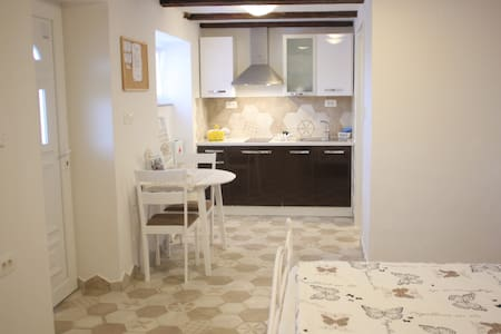Rustical studio apt 5 min from central beach