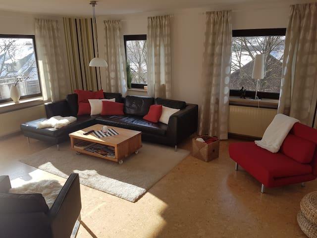 Modern & liebevoll möblierte FeWo in ruhiger Lage - Königsfeld - Wohnung