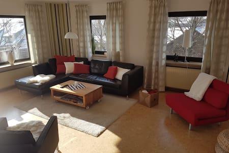 Modern & liebevoll möblierte FeWo in ruhiger Lage - Königsfeld - Apartment - 0