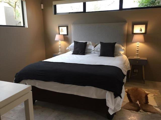 Langa pool house bedroom