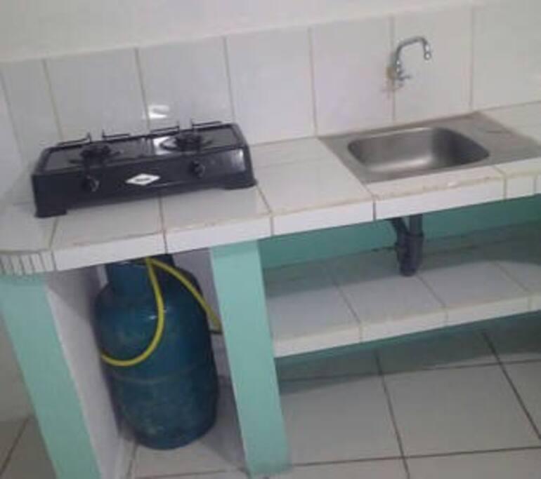 Cocineta con tanque de gas