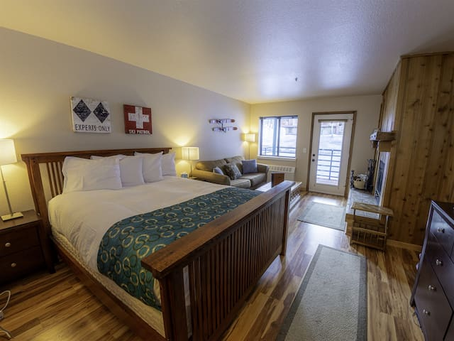 Getaway Retreat The Meadows 228a Hotel Style - Sleeps 4