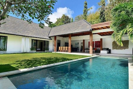 Big Luxurious 3 br villa Jimbaran/Nusa Dua