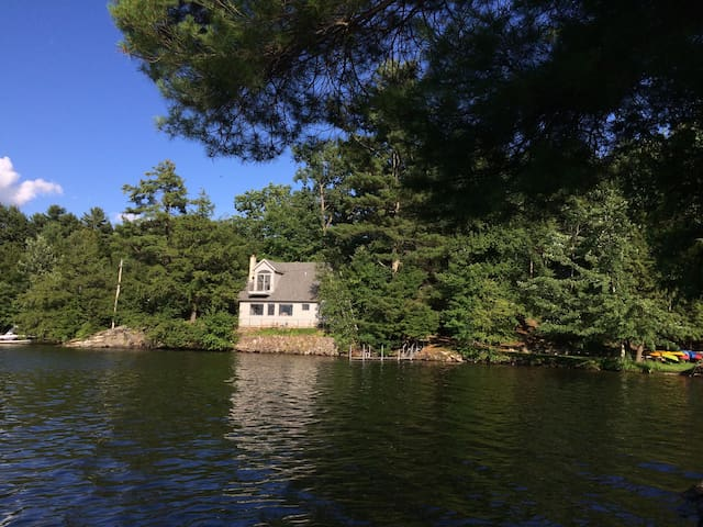 Gorgeous lakefront home close to Burlington!