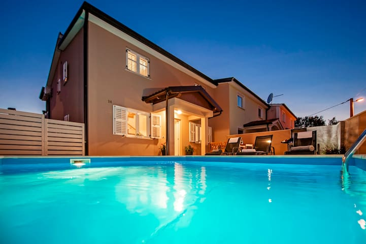Elegant family house Eva with private pool