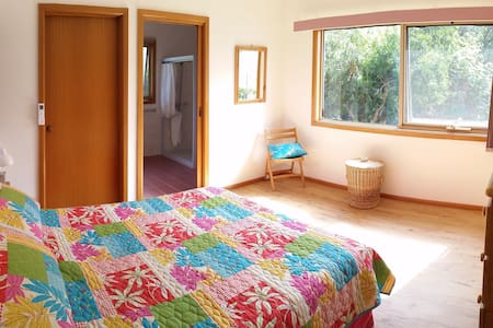 'Lighthouse Retreat' private bedroom and ensuite - Point Lonsdale - Ev