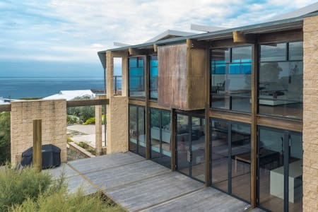 Dolphin Cove - Tura Beach - House