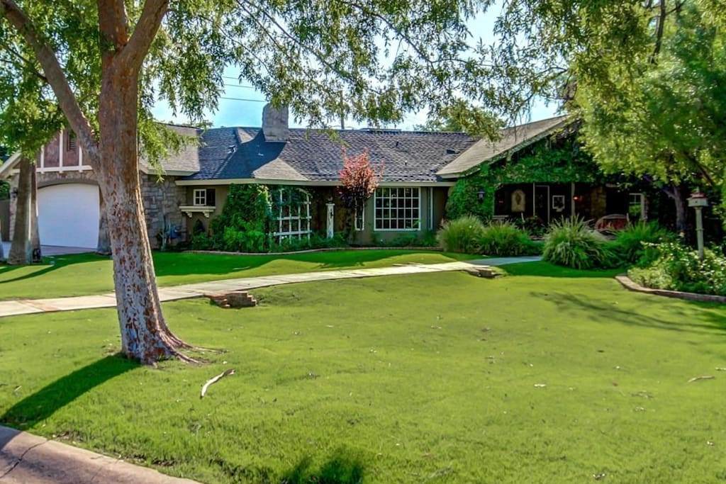 Custom Ranch Home in the Heart of Metropolitan Phoenix