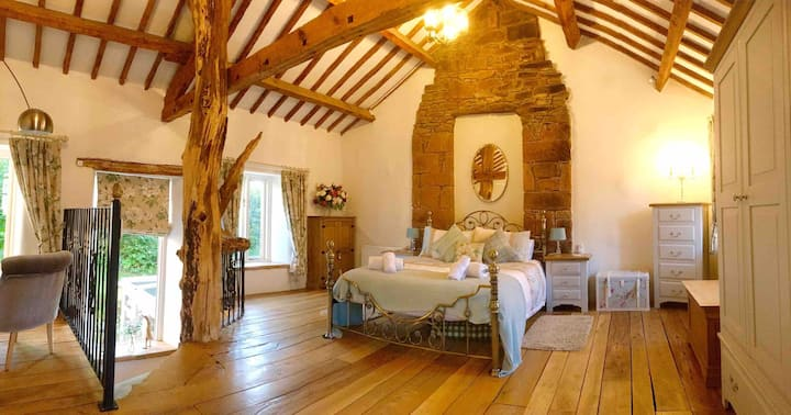 Romantic quirky cottage with garden.The Tree House