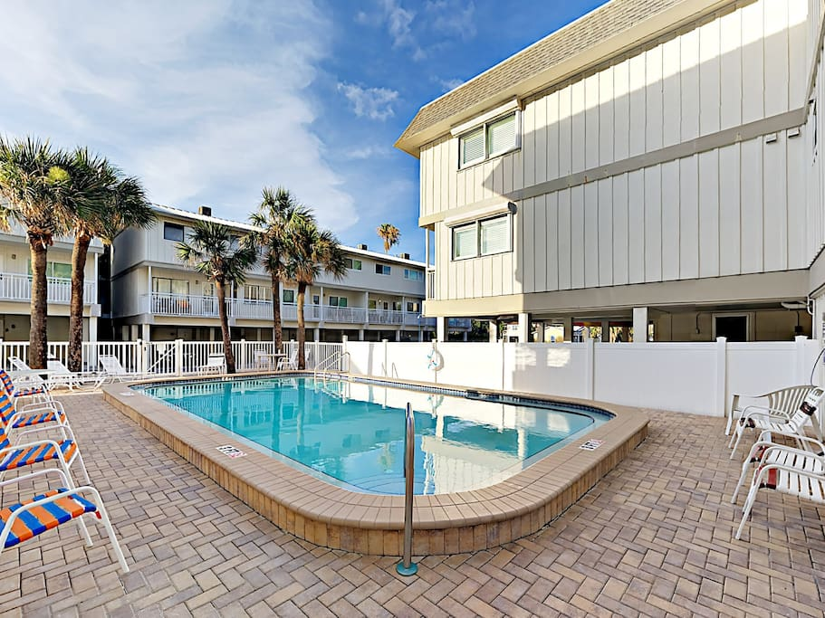 A shared pool invites you to cool off in the Florida sunshine.