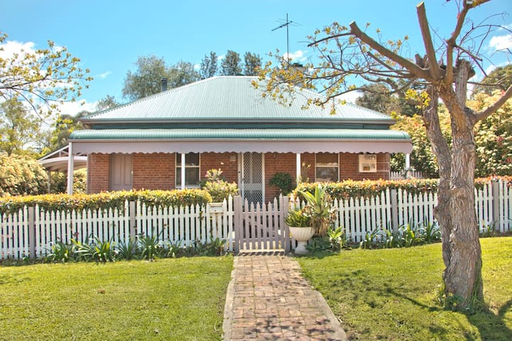 Quaint Heritage Cottage Close to Town Centre - Muswellbrook - Casa