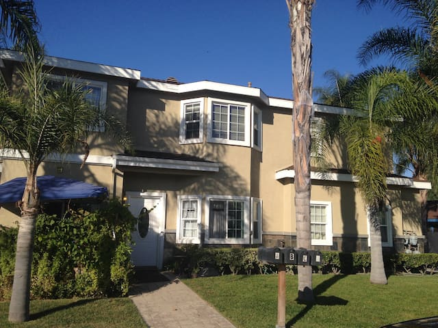 NEAR DISNEY, BEACHES, ANAHEIM CONVENTION CENTER! - Westminster - Casa adossada