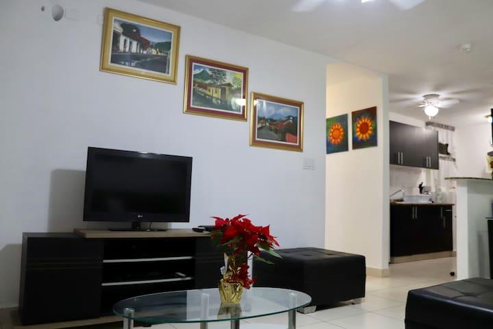 Comodo Apartamento Via Centenario, cerca Altaplaza