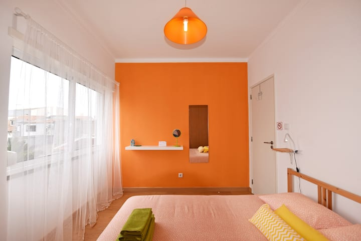 D Wan Guest House | Orange Room