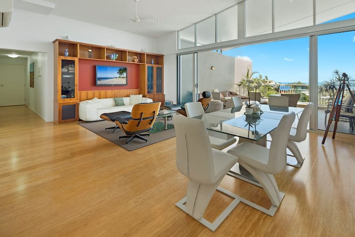 The SKY'S The LIMIT!!  2 Bedroom Penthouse