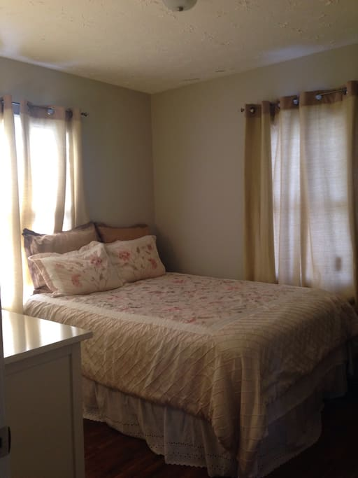 Additional view of guest room