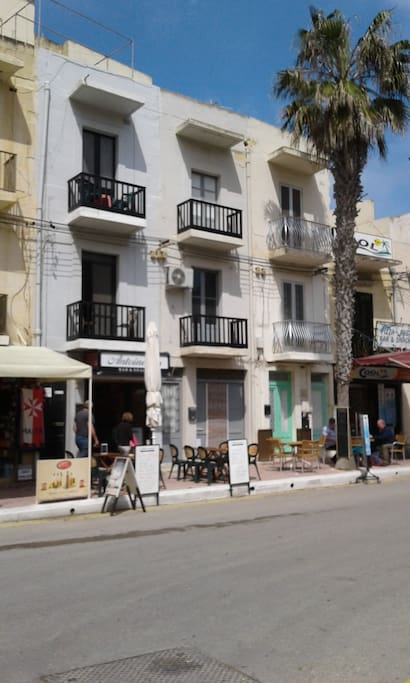 The apartment is located in the center of Xlendi close to bars and restaurants.