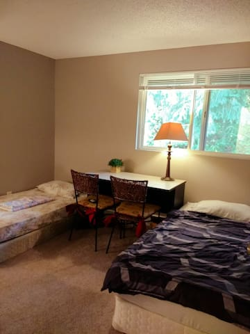 Great price, near Seattle, Walk to store!