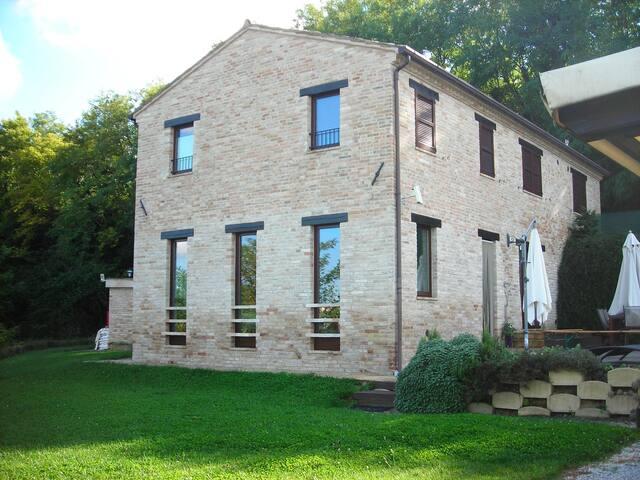 Casa con vista a Montottone