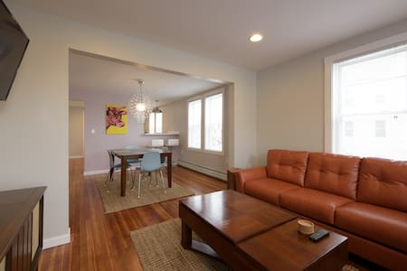 New! From the Most-Reviewed Host in New Bedford - New Bedford - Apartmen