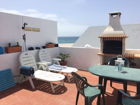 House 10 meters from the sea, with barbecue
