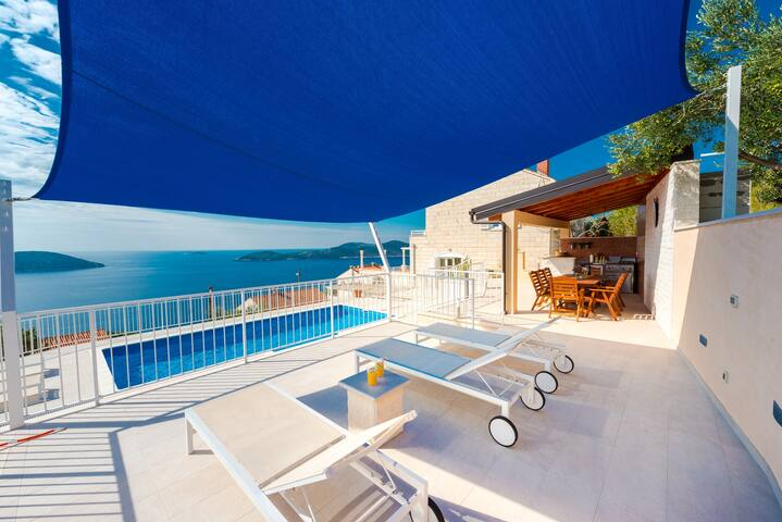 Spacious holiday home Gina - with pool, for 8