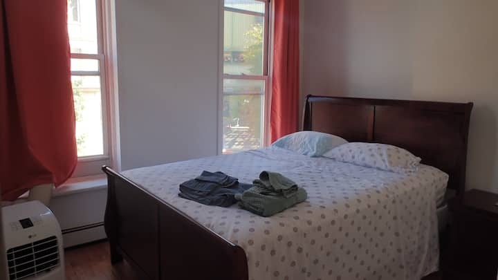 3 Brooklyn Rooms, Queen beds; close to train