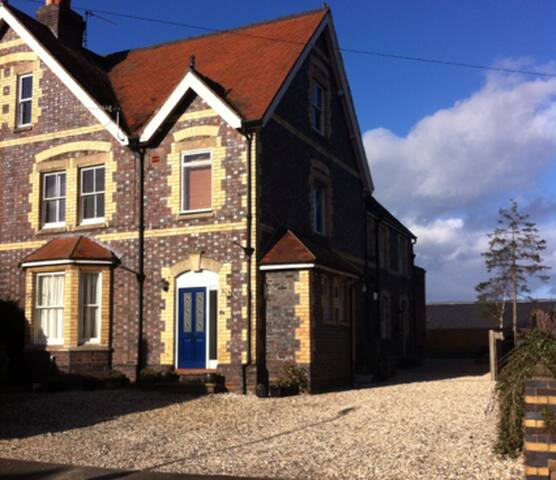 Double room in one-bedroom Victorian cottage - Worcestershire