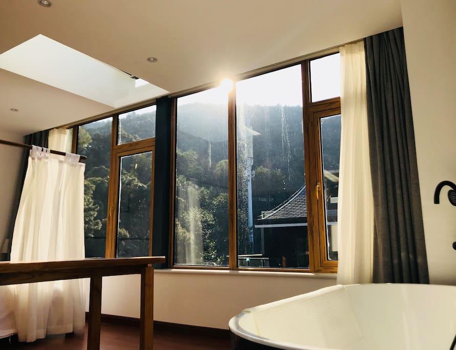 住在有浴缸和天窗的卧室才算度假
