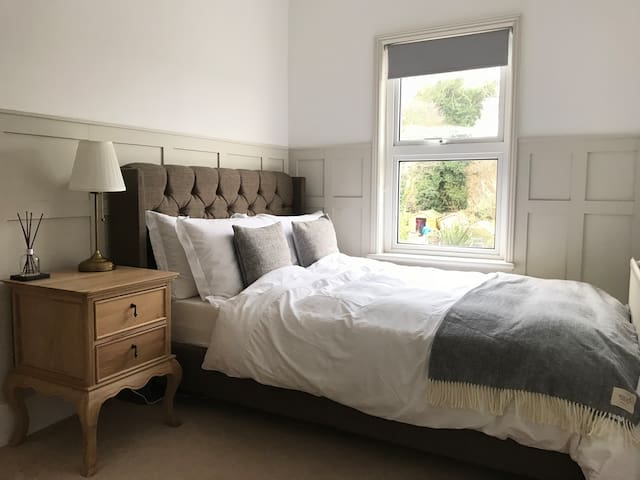 Cosy Room in a Victorian Cottage in Egham/Staines