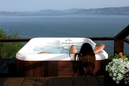 Million Dollar Views of Clear Lake with Hot Tub - Kelseyville - Ház
