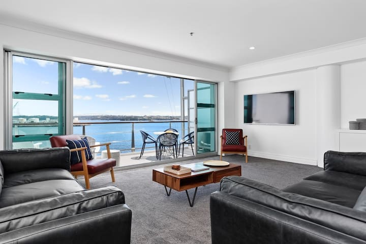 Waterfront Deluxe Apartment - Luxury at it's finest! 2424