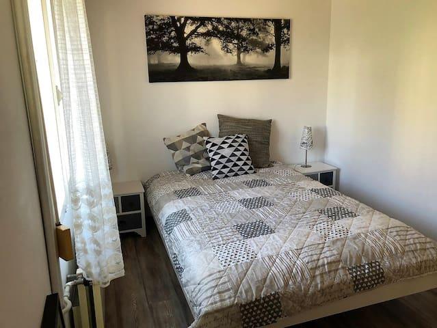 2. Schlafzimmer mit 140 x 200-Bett