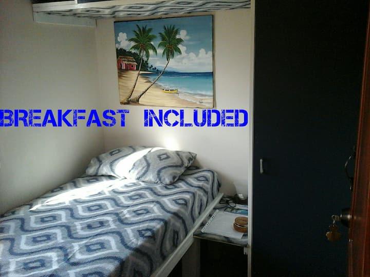 Single,baño en habitación, desayuno,Wi-fi, picina.