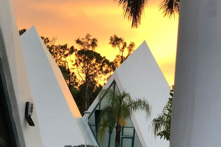 *Unique Pyramid Home for an amazing vacation