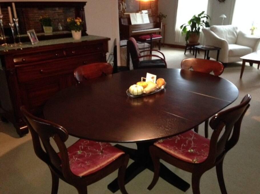 Open flow dining area seats 6...