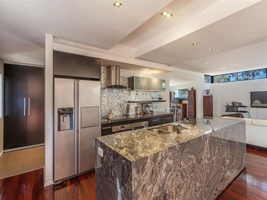 Fully appointed Granite Kitchen