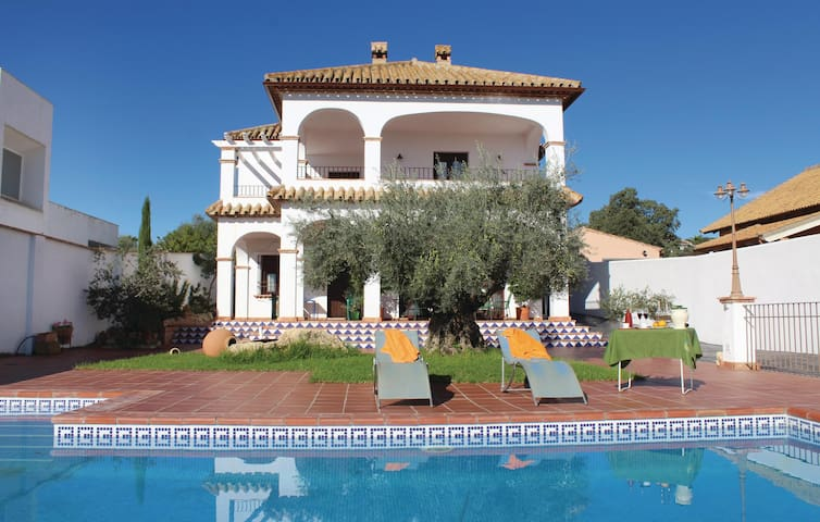 Holiday cottage with 5 bedrooms on 142 m² in Hornachuelos