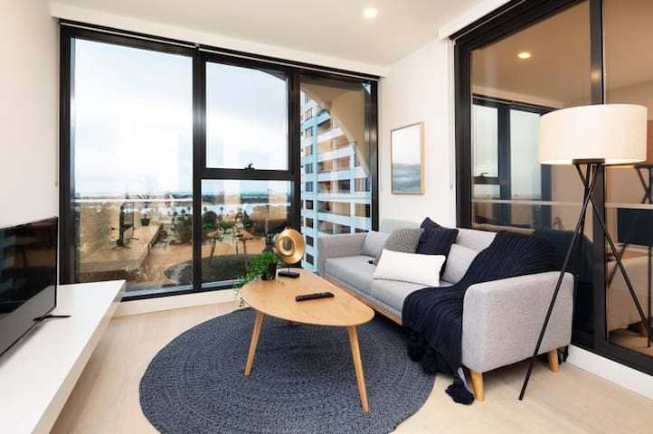 MODERN Comfort Perfect Location/1B1B1P ST Kilda RD