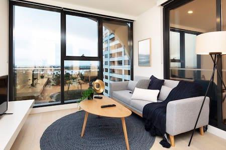 MODERN Comfort Perfect Location/1B1B1P ST Kilda RD