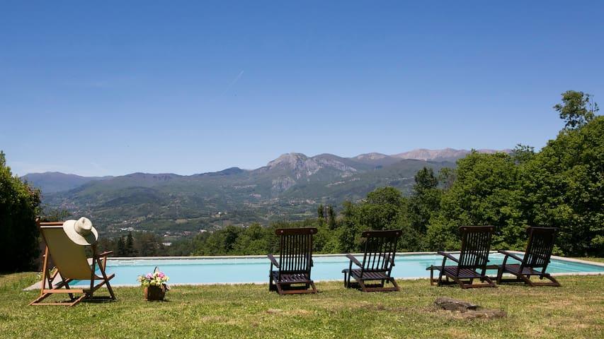 Large Tuscan villa, private pool, 2mins restaurant