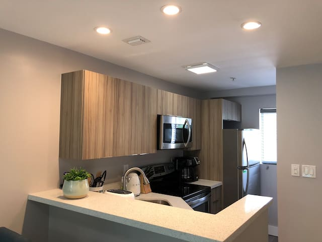 Modern + Smart Home in heart of Miami w/ parking