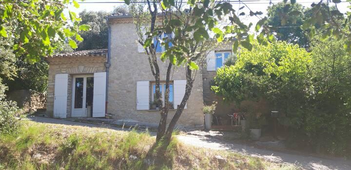 Maison de hameau au pied du Mont Ventoux