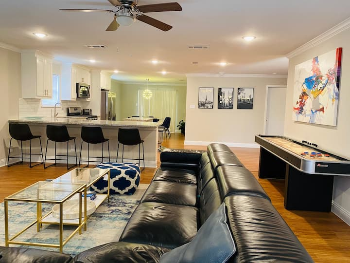 Like new! WALKING DISTANCE to AT&T Stadium