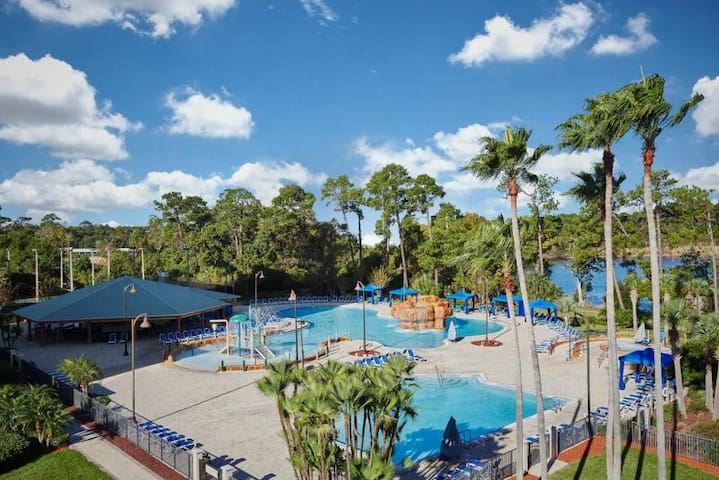 DISNEY ESCAPE! POOL, HOT TUB & FREE SHUTTLE!
