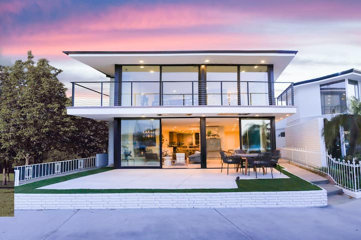 Beautiful Remodeled Mid Century Beach House