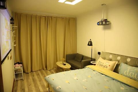 【叁拾柒号】食品街北欧简约投影大床房!