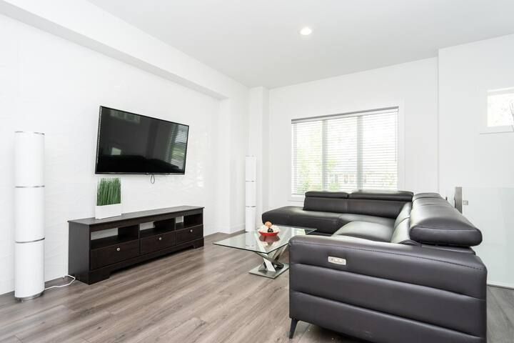 Bright 2 Bedroom★King Bed★Great Location★Priv. Entrance