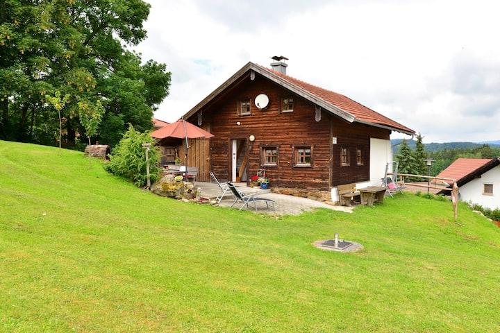Casa vacanze in legno a Bärndorf con terrazza solarium